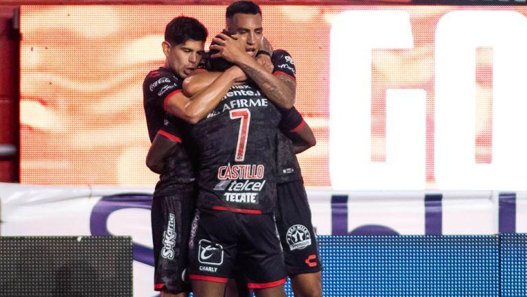 Jugadores de Xolos festejan gol ante La Fiera