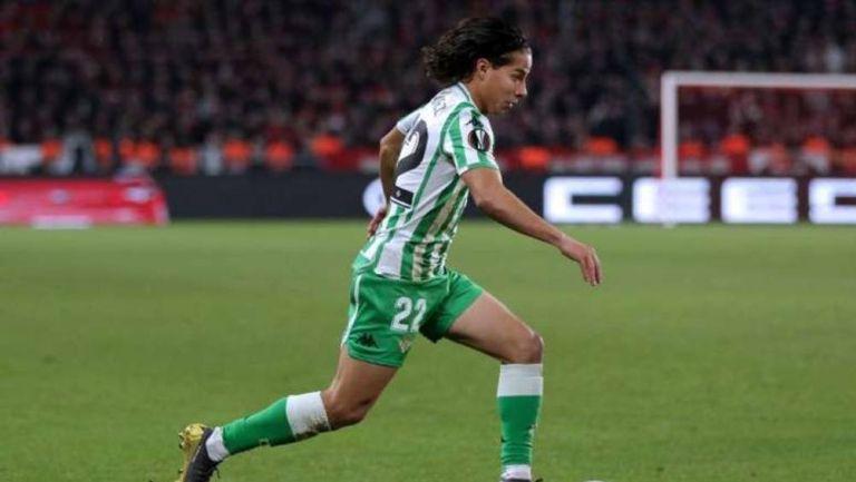 Diego Lainez en partido con Betis