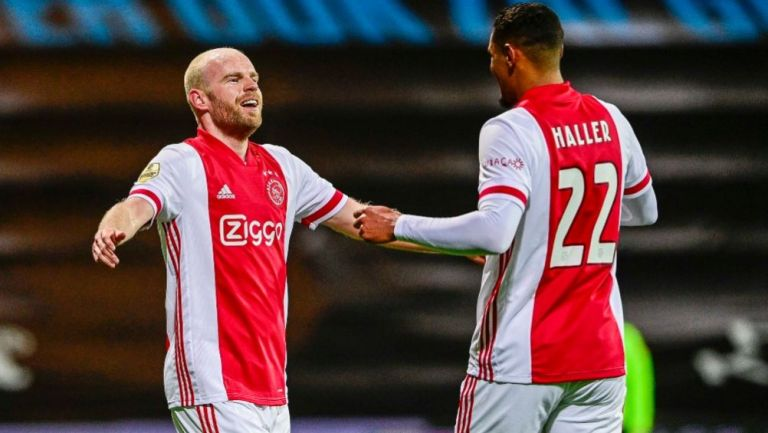 Jugadores del Ajax festejando un gol a favor