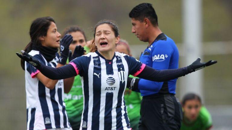 Desirée Monsiváis  durante el partido entre Rayadas y Bravas