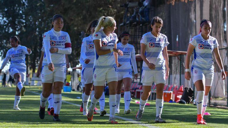 Jugadoras de Cruz Azul, durante un juego contra Toluca