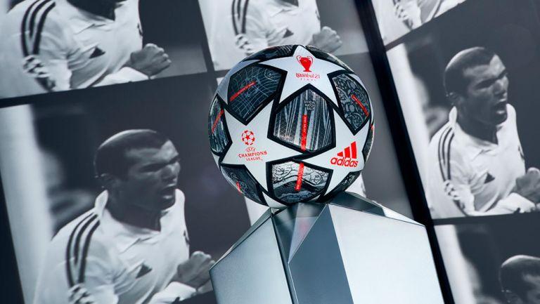 Champions League presentó balón para la fase de eliminatorias