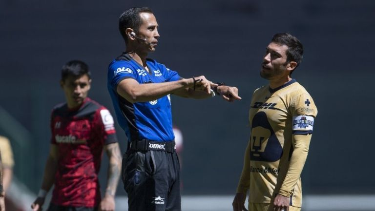 Santander anuló un polémico gol a Pumas