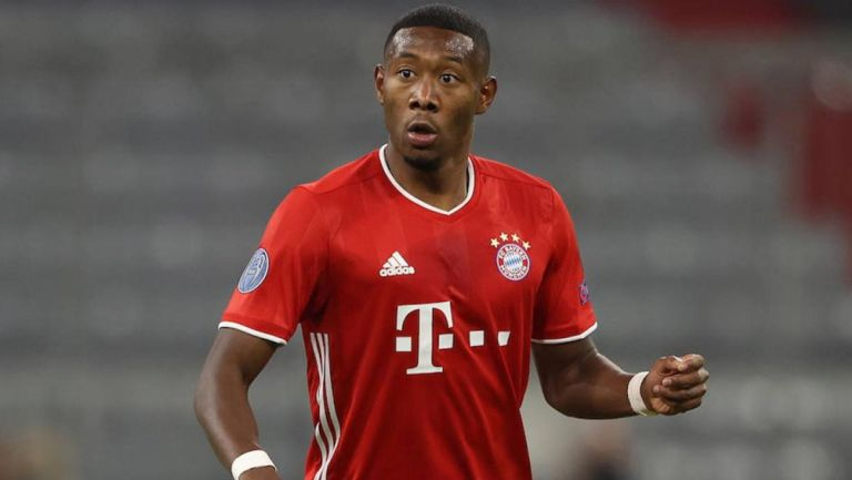 David Alaba durante un duelo con el Bayern Munich