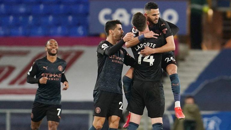 Jugadores del City celebran gol vs Everton