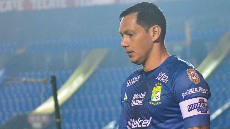 Rodolfo Cota durante un partido con León