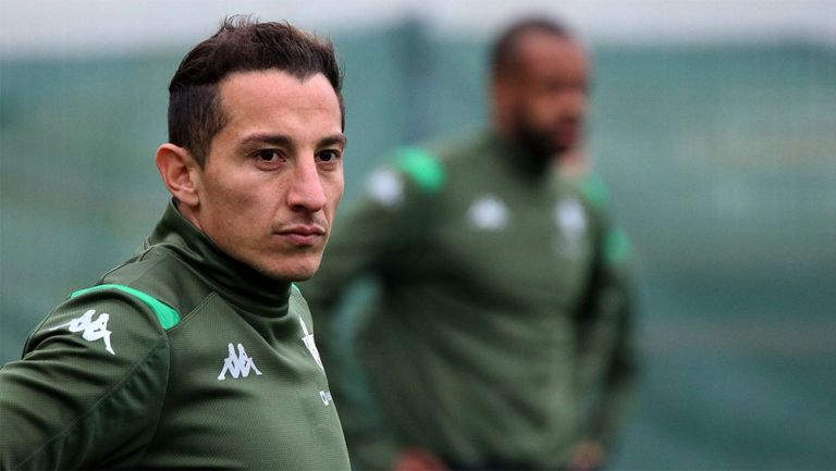 Andrés Guardado en un entrenamiento con Betis