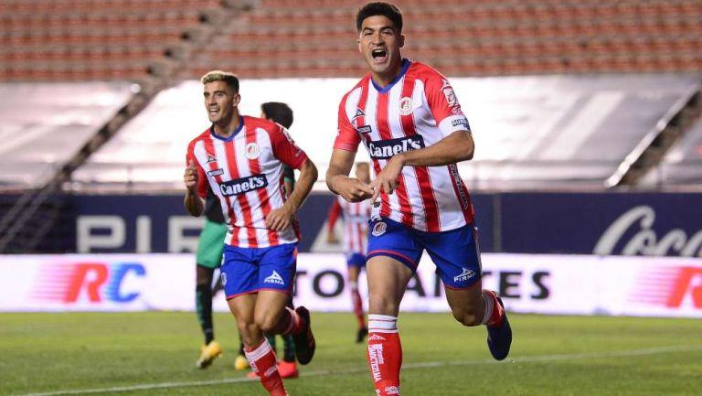 Nico Ibáñez en festejo con San Luis