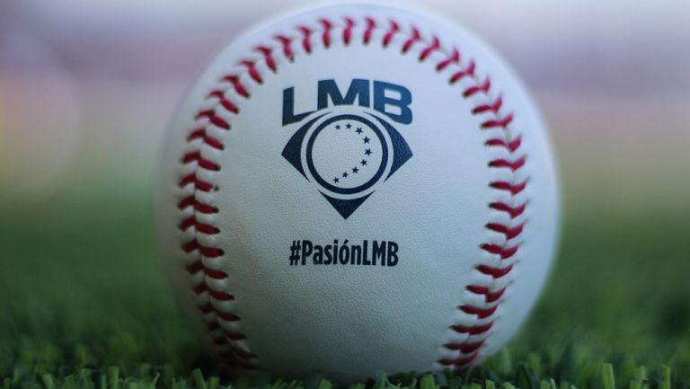 Pelota en un estadio de la Liga Mexicana de Beisbol
