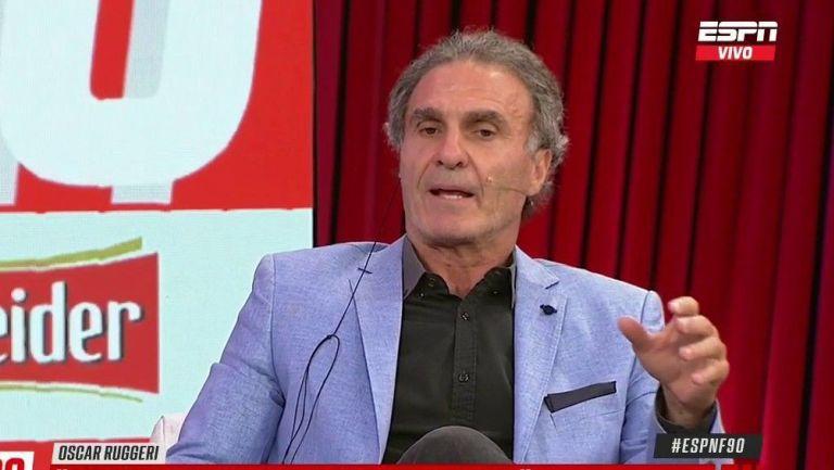 Óscar Ruggeri, en una mesa de debate de ESPN