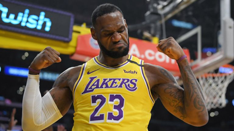 LeBron James en festejo