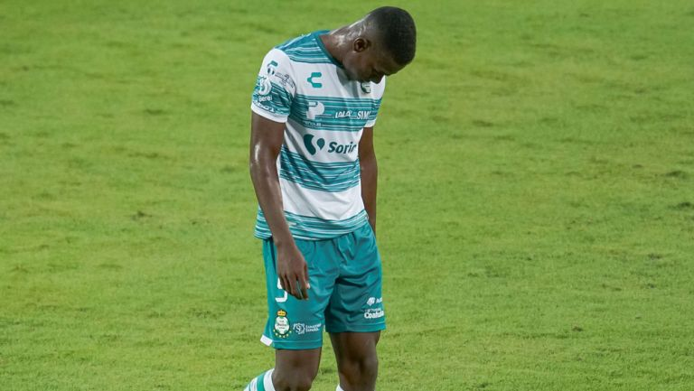 Félix Torres abandona el terreno de juego