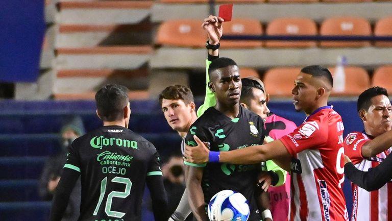 Santos acusa a Germán Berterame por lanzar un insulto racista a Félix Torres, piden un castigo ejemplar