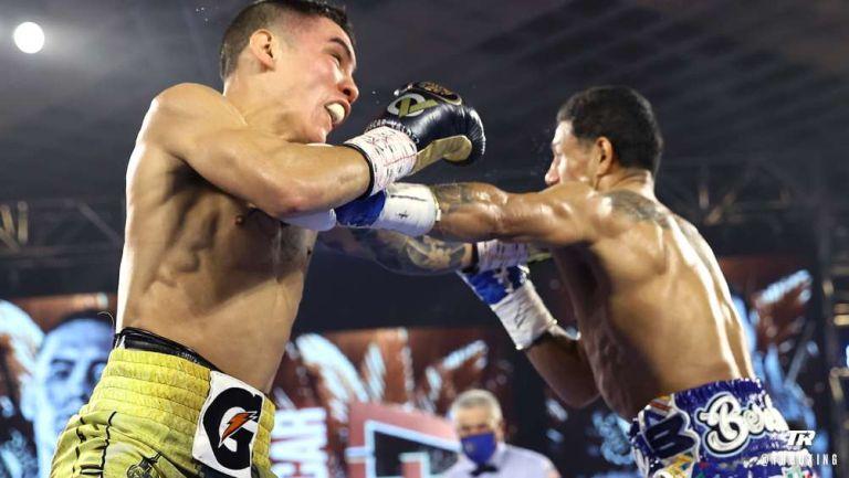 Óscar Valdez y  Alacrán Berchelt en pelea