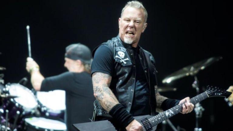 Metallica tocando durante un concierto