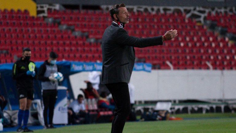 Diego Cocca durante un partido con Atlas