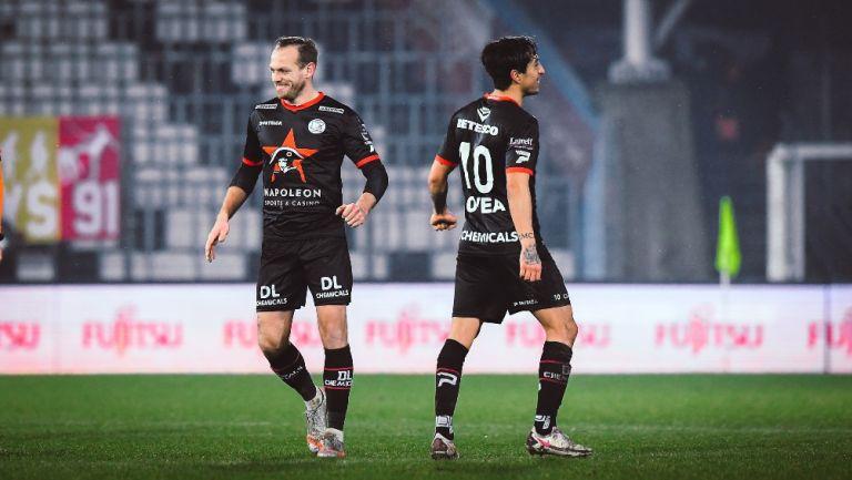 Omar Govea durante un partido con Zulte Waregem