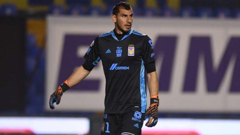 Nahuel Guzmán en partido con Tigres