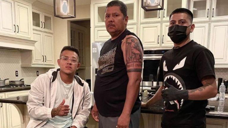 Papá de Julio Urías se hizo tatuaje de su hijo al ganar la Serie Mundial