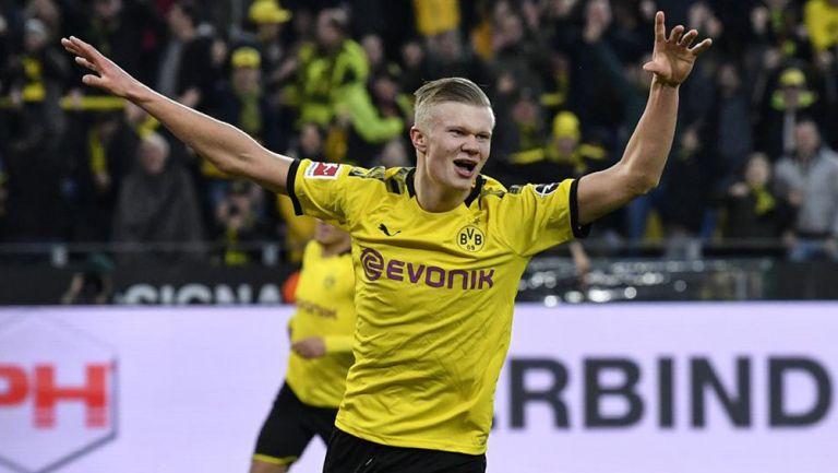 Erling Braut Haaland festeja un gol con el Dortmund