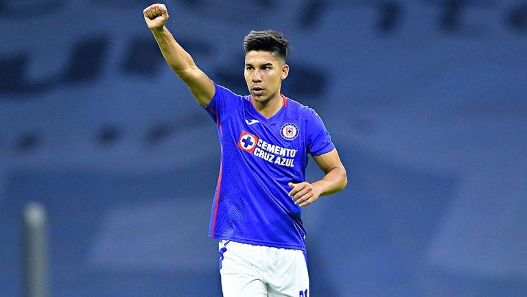 Fernández celebra un gol con Cruz Azul