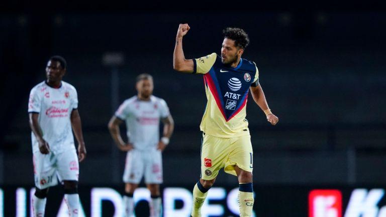 Bruno Valdez celebrando un gol con América