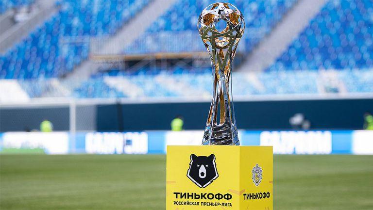 El trofeo que se da al campeón de la  Liga Premier de Rusia