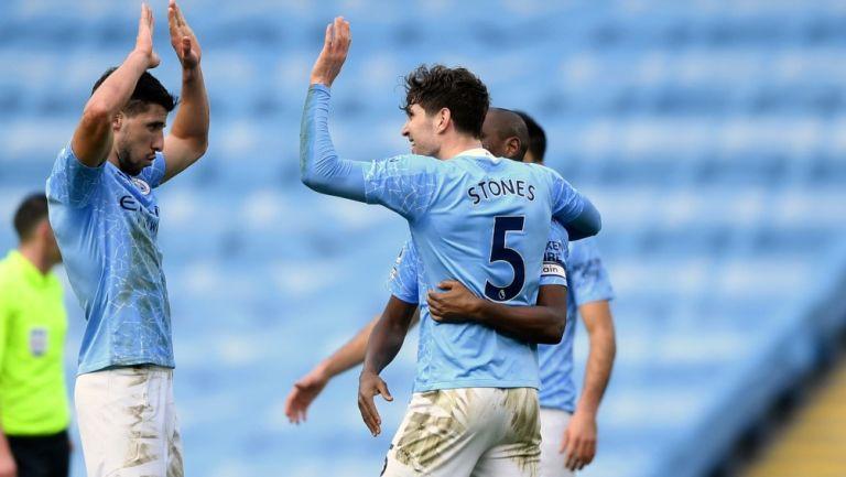 Jugadores del City festejan un gol en la Premier League