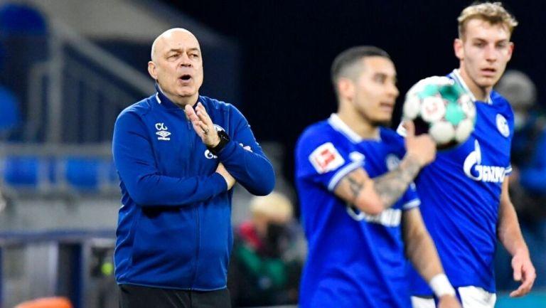 Schalke 04 despidió a su entrenador
