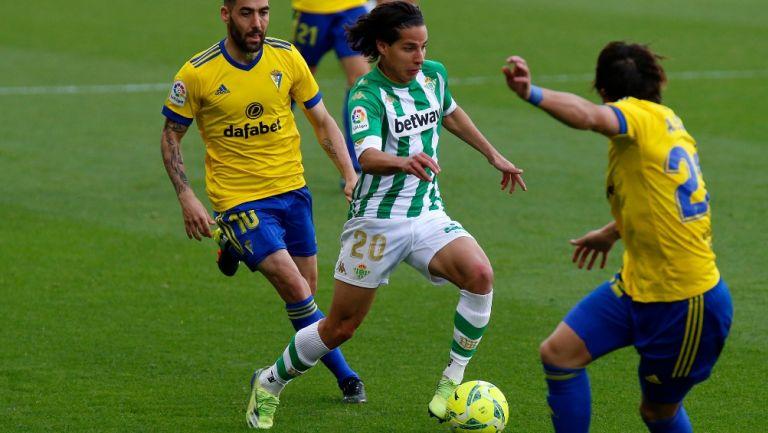 Diego Laínez, delantero mexicano, en juego contra Cádiz