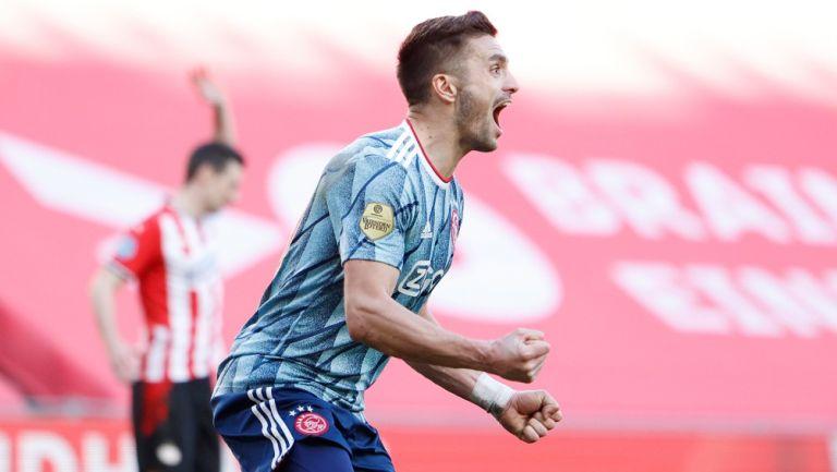 Dusan Tadic: Compañero de Edson Álvarez, agredido por aficionados del PSV