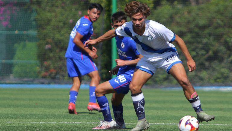 Emilio Tame, en acción ante Cruz Azul