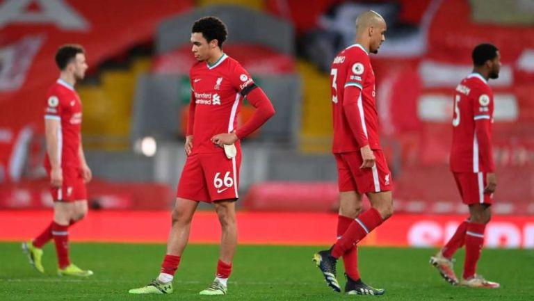Jugadores del Liverpool en lamento ante Chelsea