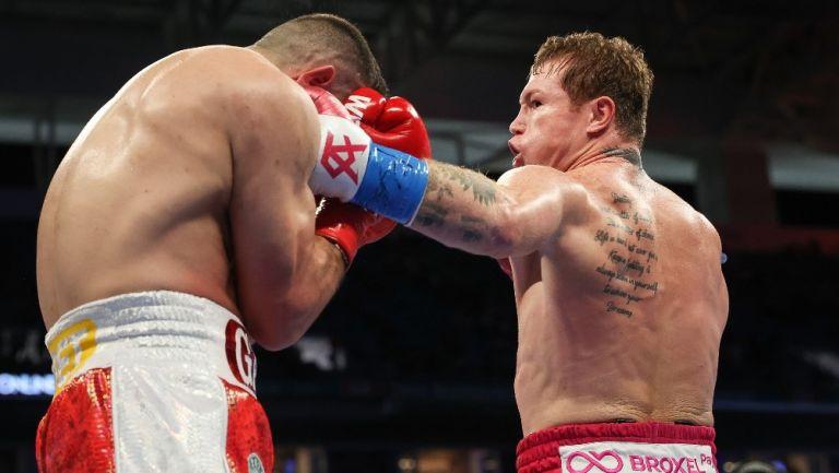 Avni Yildirim en derrota frente al Canelo Álvarez