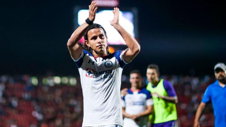 Gerardo Flores en un partido con Cruz Azul