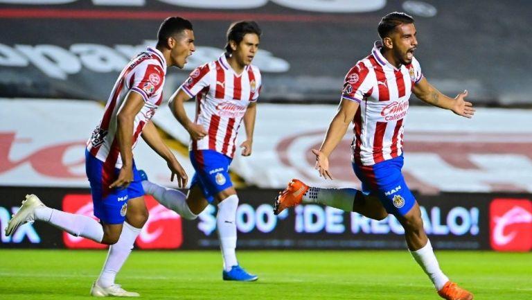 Chivas consiguió un agónico empate vs Querétaro