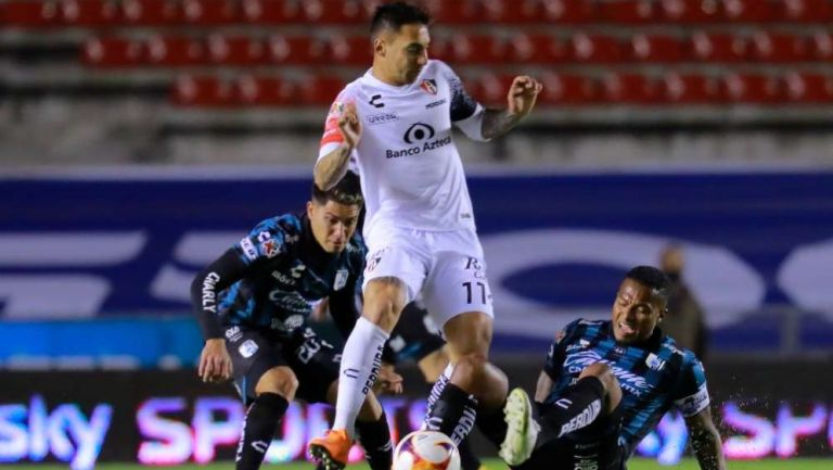 Javier Correa en acción con Atlas