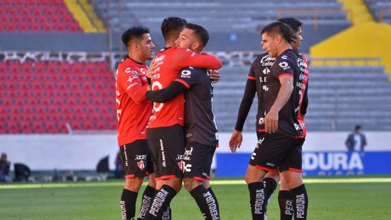 Jugadores de Atlas celebran gol vs Juárez