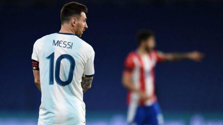 Lionel Messi en un partido con su selección