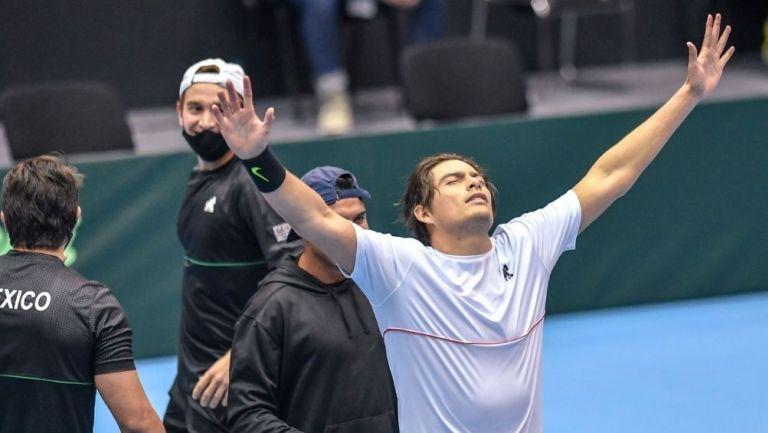 López Villaseñor festeja su victoria