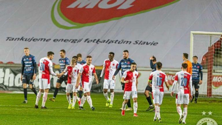 Acción en el Karlovy Vary ante Slavia Praha