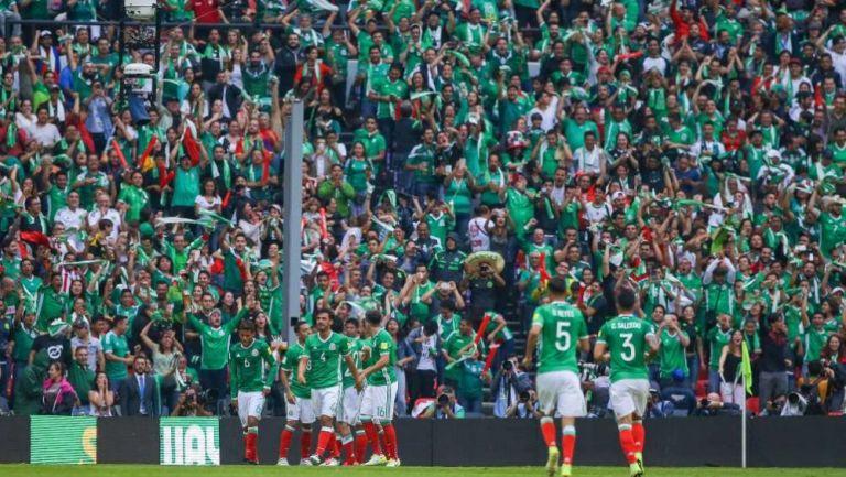 Afición festejando un gol del Tricolor
