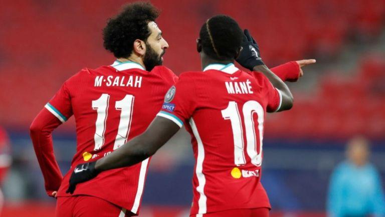 Salah y Mané festejando un gol a favor del Liverpool
