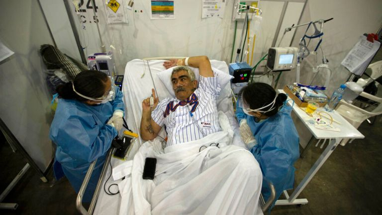 Afectado por Covid-19 es atendido por el personal médico
