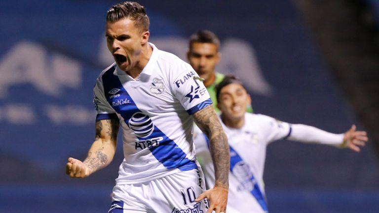 Christian Tabó, festeja un gol ante Puebla