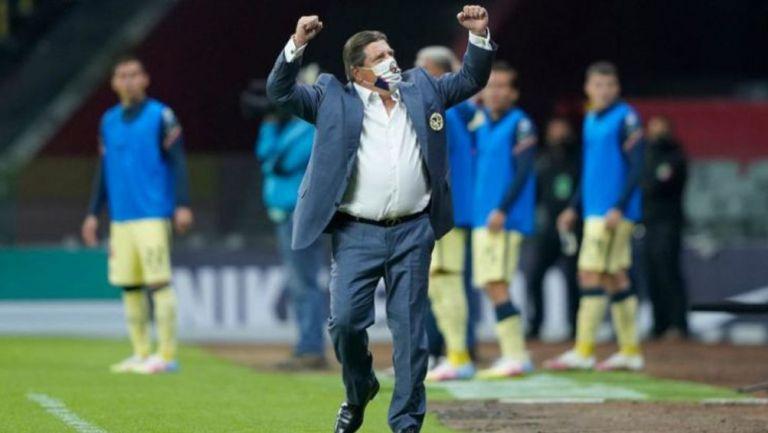 Miguel Herrera en festejo como técnico del América