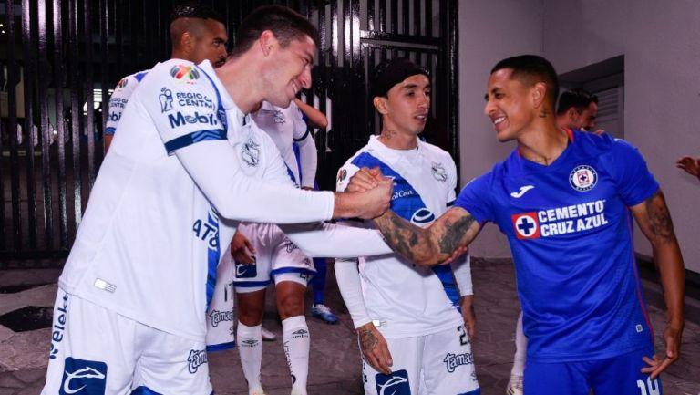 Yotún y Ormeño previo a un partido entre Puebla y Cruz Azul
