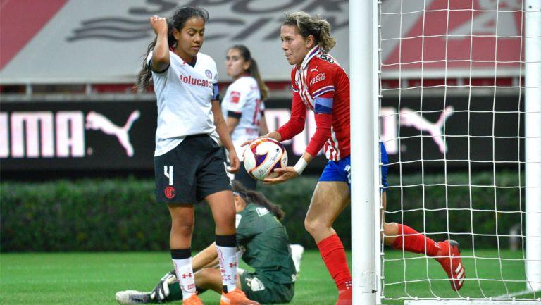 Alicia Cervantes, tras firmar ante Toluca