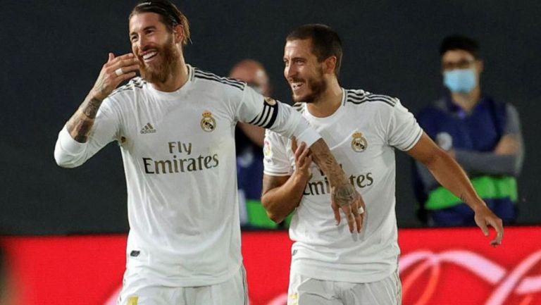 Sergio Ramos y Eden Hazard durante un duelo con el Real Madrid