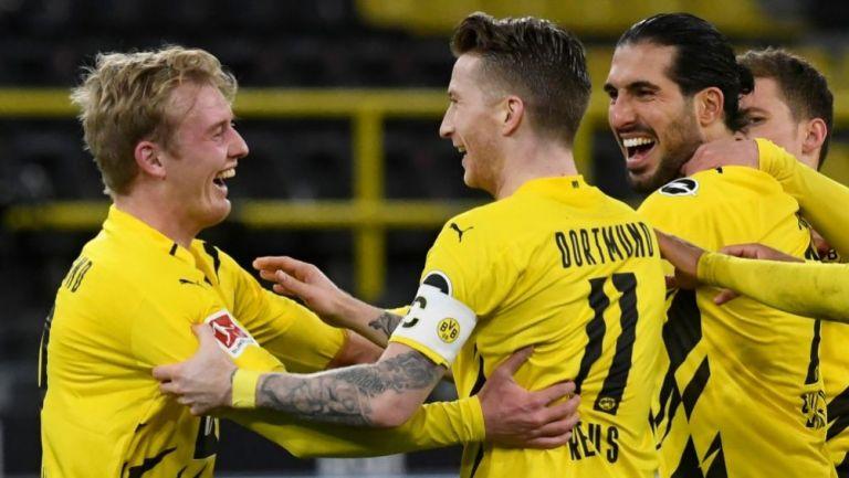Julian Brandt festejando con sus compañeros un gol a favor